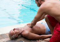 溺れた人には「AED」より「胸骨圧迫」~脳に障害を残さず生還が3倍もアップ