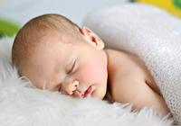 赤ちゃんの突然死を防ぐ! 「うつぶせ寝」「添い寝」の危険性に注目を