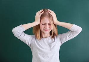 気をつけたい乳児・幼児・小児の「2次性頭痛」とは? 痛み止め薬を飲む前に専門医による診察を!