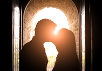なぜ人はキスのとき「右」に頭を傾けるのか? 世界中で同様の結果が判明!