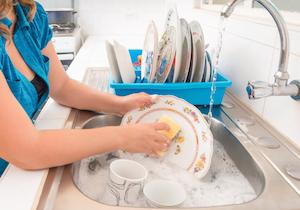 食器洗い、入浴に過剰な日本人? ハリウッド女優や有名モデル「毎日髪を洗わない」を公言