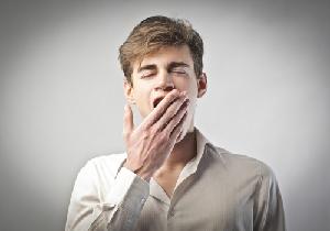 あくび(欠伸)が伝染するのはなぜ? 止まらないと重い病気の兆候かも!?
