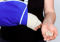 芸能人の骨折事故が続出! ビタミンDやカルシウムのサプリでは骨折は防げない!?