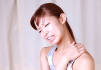 肩凝りを「肩甲骨はがし」で治す! セルフケアのポイントは「伸ばす・動かす・鍛える」