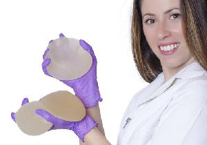 乳房インプラントで「血液がん」の発症リスク?ほぼ全ての患者に「未分化大細胞リンパ腫」の症例