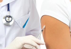 「インフルエンザ予防接種を毎年受けると効果が低くなる」という俗説を信じるな!