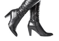 「ブーツが臭い」問題 原因の角質・雑菌・汗のムレ対策でニオイを改善