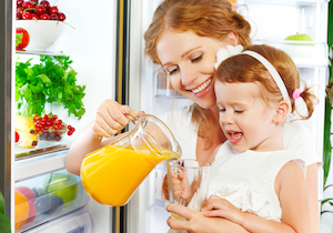 果汁100%のフルーツジュースはヘルシーか?米国小児学会は「乳児にジュースを与えない」よう明言