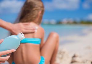 日焼け止めクリームを検証する!紫外線吸収剤には危険な化学物質が使われている