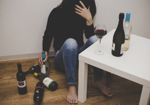 お酒がやめられないのはどうして? アルコール依存の治療が難しい理由