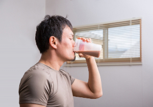 筋肉増強サプリの摂取、脳卒中・精巣がん・肝障害のリスク増大との研究報告