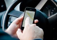 「ながらスマホ運転」を厳罰化 親の悪癖は子どもにも影響する