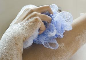デリケートゾーンの正しい洗い方 普通の石けんでゴシゴシ洗うのはNG<PR>