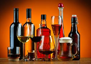 赤ワインで「リラックス」、蒸留酒で「攻撃的」に アルコールの種類で気分が変わる?の画像1