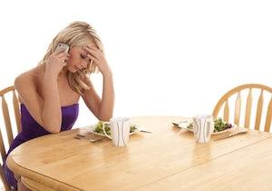 食卓のスマホが食事の楽しみを奪う!? 共感力とSNSの使用頻度に関係が……の画像1