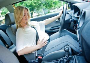決して少なくない妊婦の自動車事故~なぜか増える妊娠中期の事故の危険性の画像1