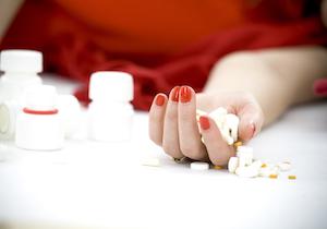 向精神薬「アモキサピン」の大量服用による自殺を考える〜患者・家族・治療医に求められる対応とは?の画像1