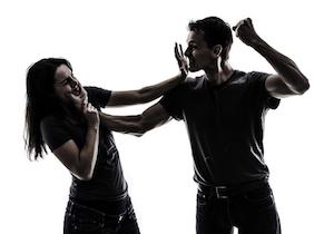 恋愛経験がある女性の44%が「デートDV」に!中高生では男子のほうが被害者!?急増する非交際率との関係は?の画像1