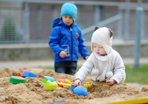 公園の「砂場」は病原菌や寄生虫の温床!一方「清潔すぎる環境」で育つと免疫やアレルギーに弱くなるの画像1