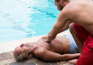 溺れた人には「AED」より「胸骨圧迫」 脳に障害を残さず生還できる可能性は3倍も高いの画像1