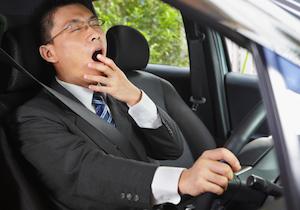 自覚のない眠気で自動車事故! リスクが高い睡眠時無呼吸」や「寝不足」の人はのの画像1