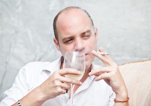 エッ!「見た目の劣化」は過ぎた飲酒やタバコが招いた結果かも……の画像1