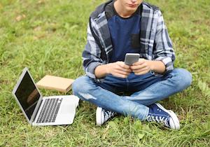 「死にたい」の書き込みは自殺の前触れ? 米国・中高生の約6%「ネット自傷行為」を経験の画像1