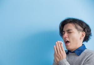 「くしゃみ」は我慢するな! 鼻をつまんで口を閉じたら「喉の後部が破裂」して重体に……の画像1