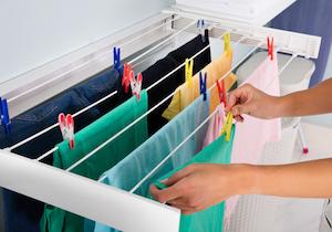 洗濯物の部屋干しの嫌なニオイの原因はコレ! 解決は洗濯機の掃除、乾燥、風通し……の画像1
