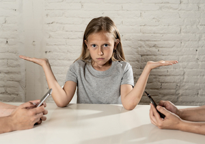親のスマホ&タブレット依存は子供との関係を崩壊させる! 大切なのは子どもと向き合う時間を増やすことの画像1