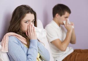呼吸だけでもインフルエンザに感染! ウイルスの空気感染を防ぐには「強制帰宅」?の画像1