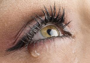 乾燥するのに涙目になる、冬場の不思議な「ドライアイ」と「涙目」の関係! その原因、治療法は?の画像1