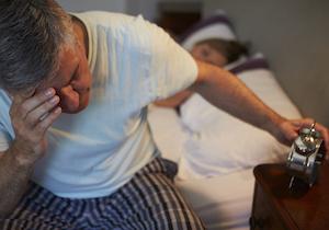 睡眠不足や睡眠障害で「腰痛」に!? 「免疫機能」の乱れから痛みが敏感に……の画像1