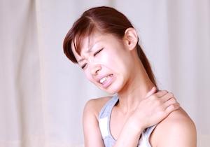 肩凝りを「肩甲骨はがし」で治す! セルフケアのポイントは「伸ばす・動かす・鍛える」の画像1