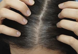 「白髪染め」がむしろ白髪が増える!? 活性酸素除去の「炭酸泉」で白髪もストップ?の画像1