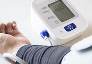 認知症は「50歳で血圧高め」でリスク上昇! 健康寿命の明暗は「中年期に正常な血圧」の画像1