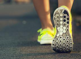 あなたの腰痛は、自分の足に合った靴を選び、正しい歩き方をすれば、必ず改善する!の画像1