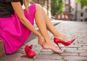 ハイヒールは危険! 転倒・捻挫の危険だけでなく足指変形の可能性も?の画像1