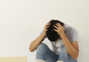 中高年の悩み…… 早めに精神科や心療内科を!の画像1
